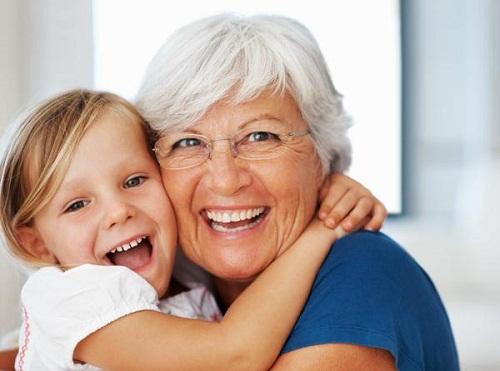 Người cao tuổi có nên niềng răng hay không?